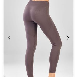 Fabletics  Seamless Solid 7/8 color: shadow